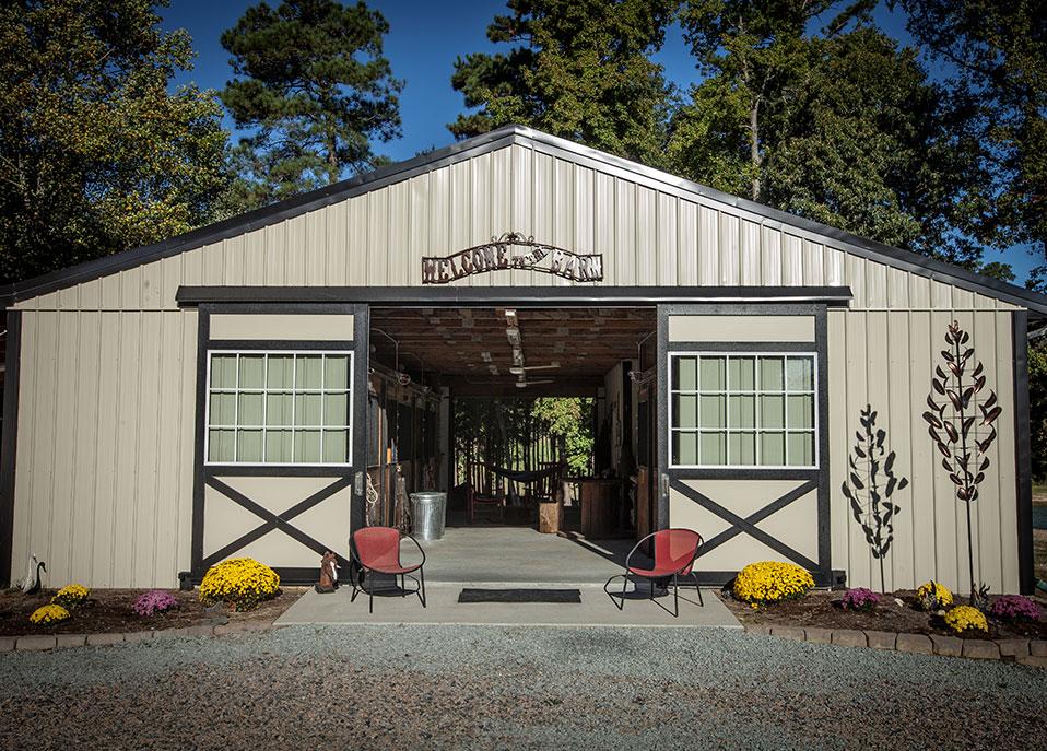 custom private horse barns, Barn Builder
